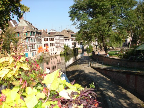 STRASBOURG - vers les ponts couverts - Photo BERTHEVILLE